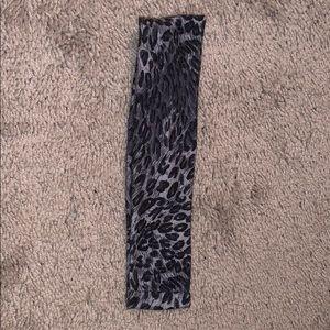 Stretchy cheetah handband